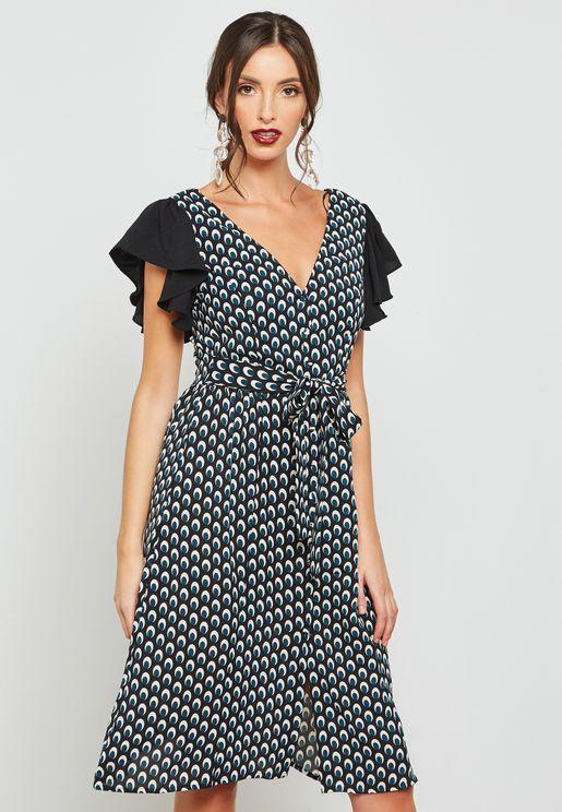 فستان بأربطة وطبعات مع اكمام كشكش