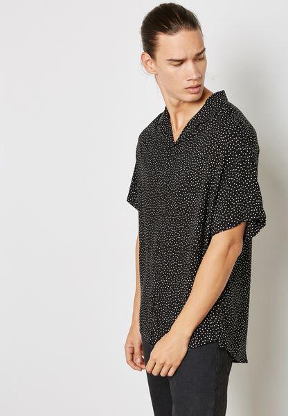قميص مزين بنقاط