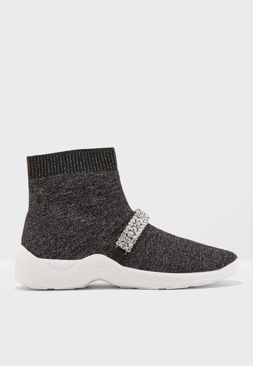 حذاء عصري مزين بالاحجار