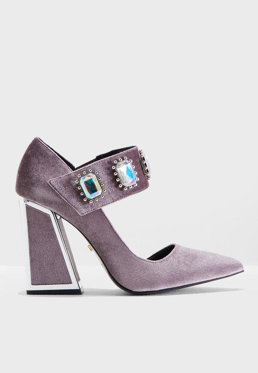 حذاء مخمل مزين بأحجار لامعة
