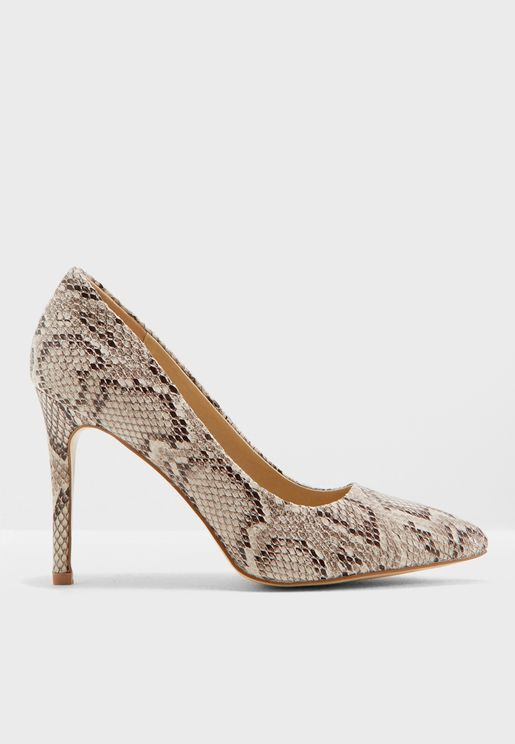 حذاء بطبعات جلد افعى