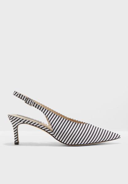 حذاء مخطط بكعب متوسط الارتفاع