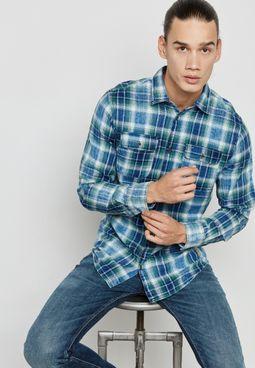 قميص مع جيوب بطية