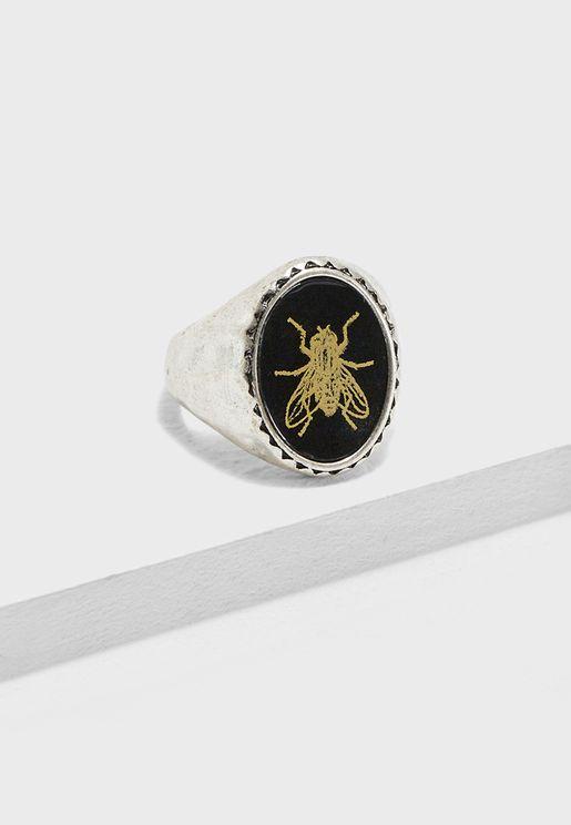 خاتم بطبعة نحلة