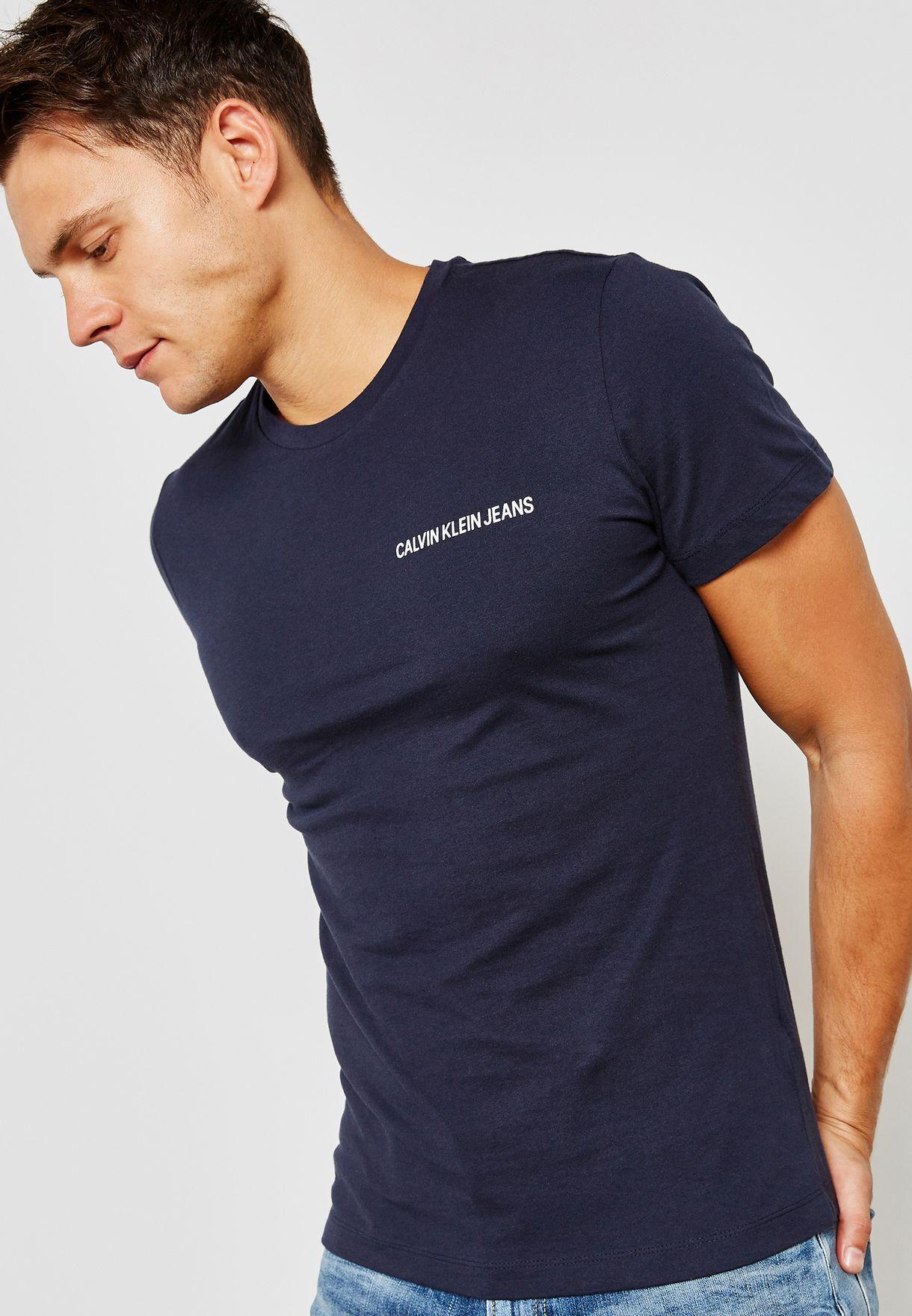 bf85cda288ee Shop Calvin Klein Jeans navy Chest Institutional Logo T-Shirt ...
