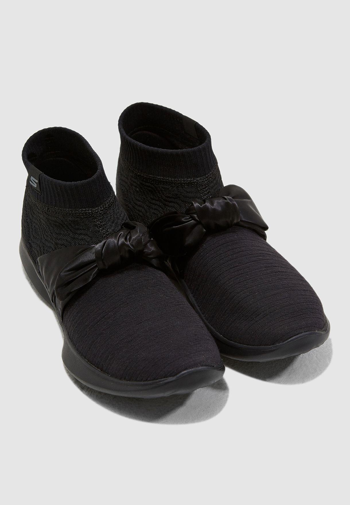 حذاء من مجموعة يو من سكيتشرز