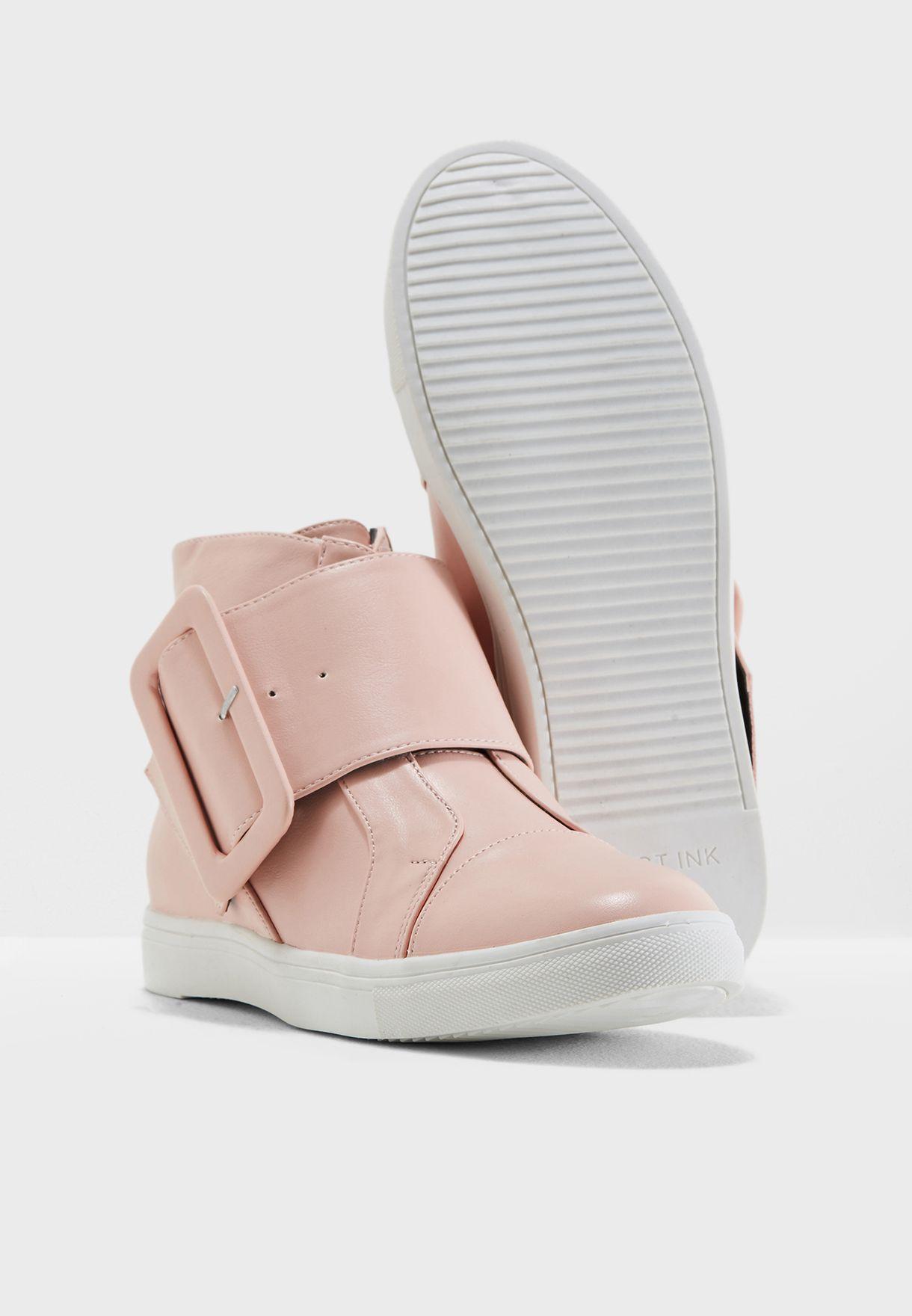 حذاء بسحاب