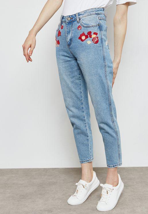 بنطال جينز بتطريزات