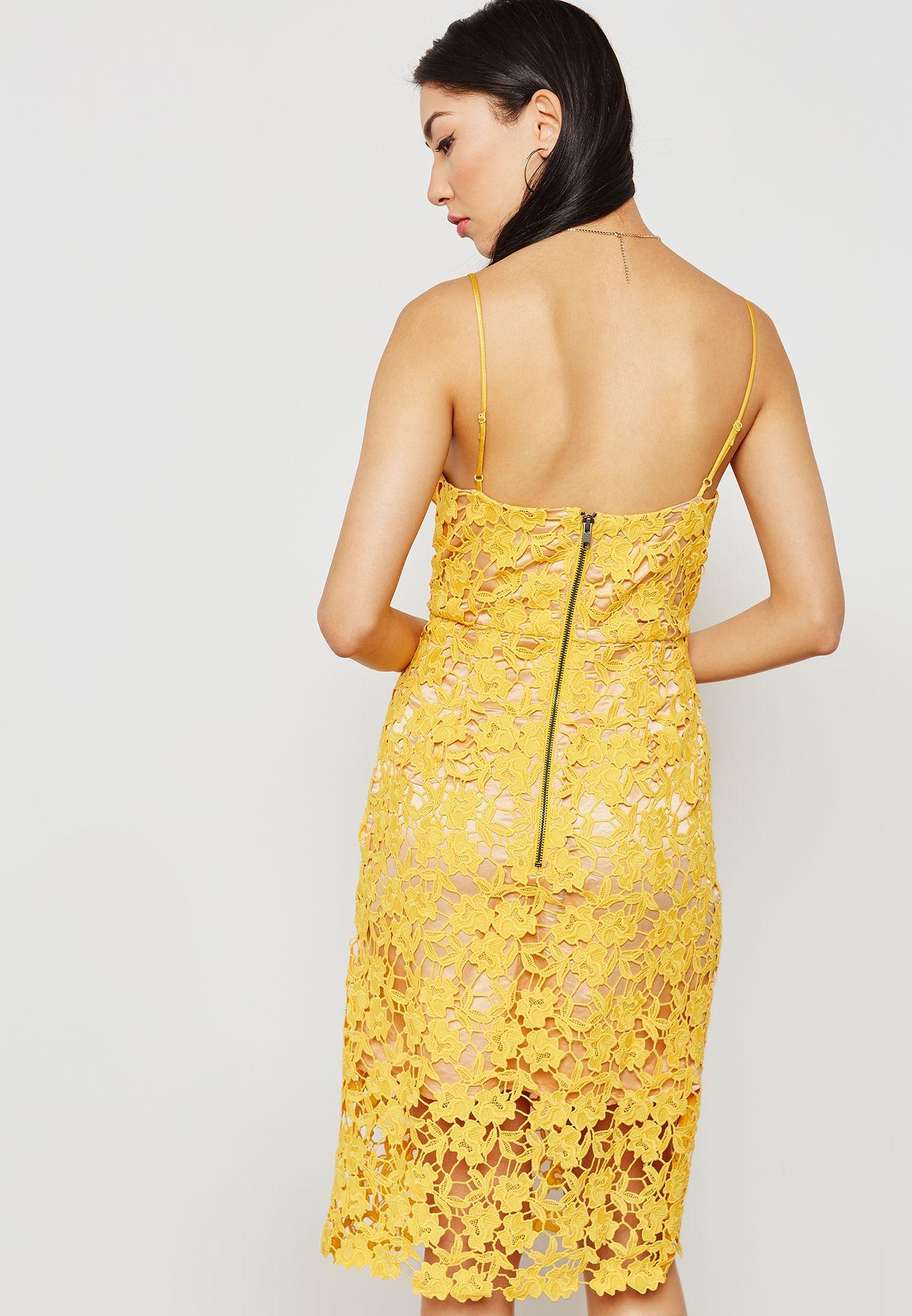 فستان دانتيل بحمالات كتف رفيعة