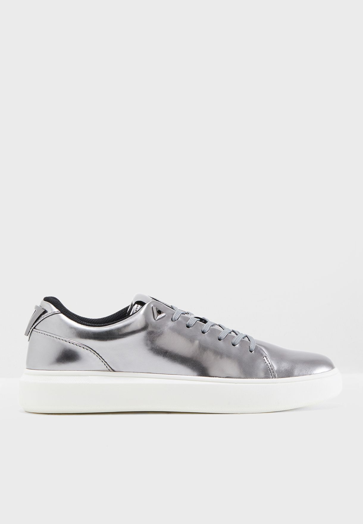 996bc497a2b Shop Guess grey Delacruz Sneakers gmDELACRUZ for Men in UAE ...