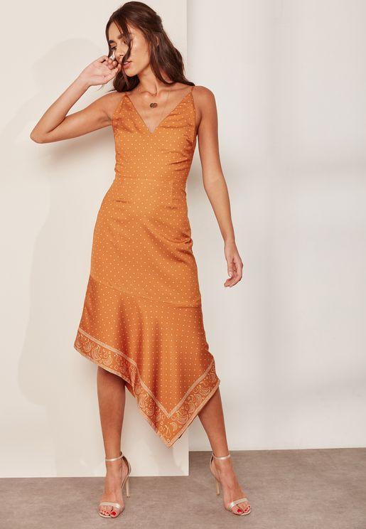 فستان بحمالات مطبع