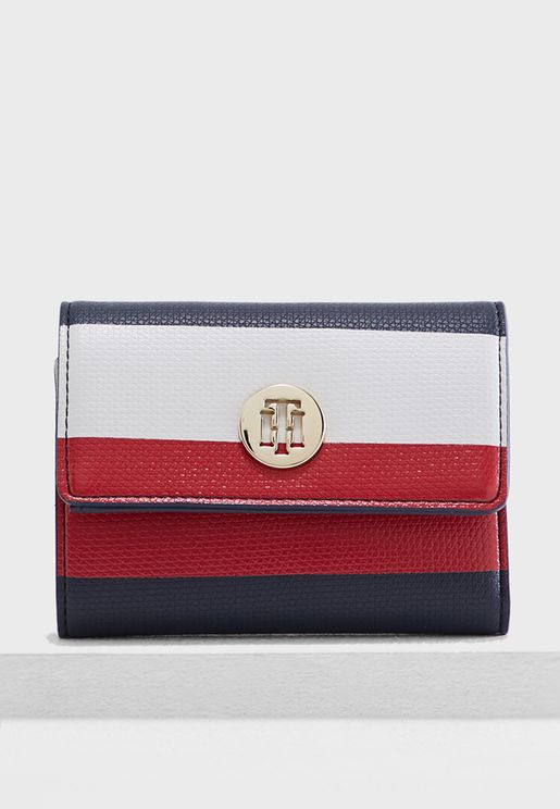 Medium Effortless Saffiano Purse