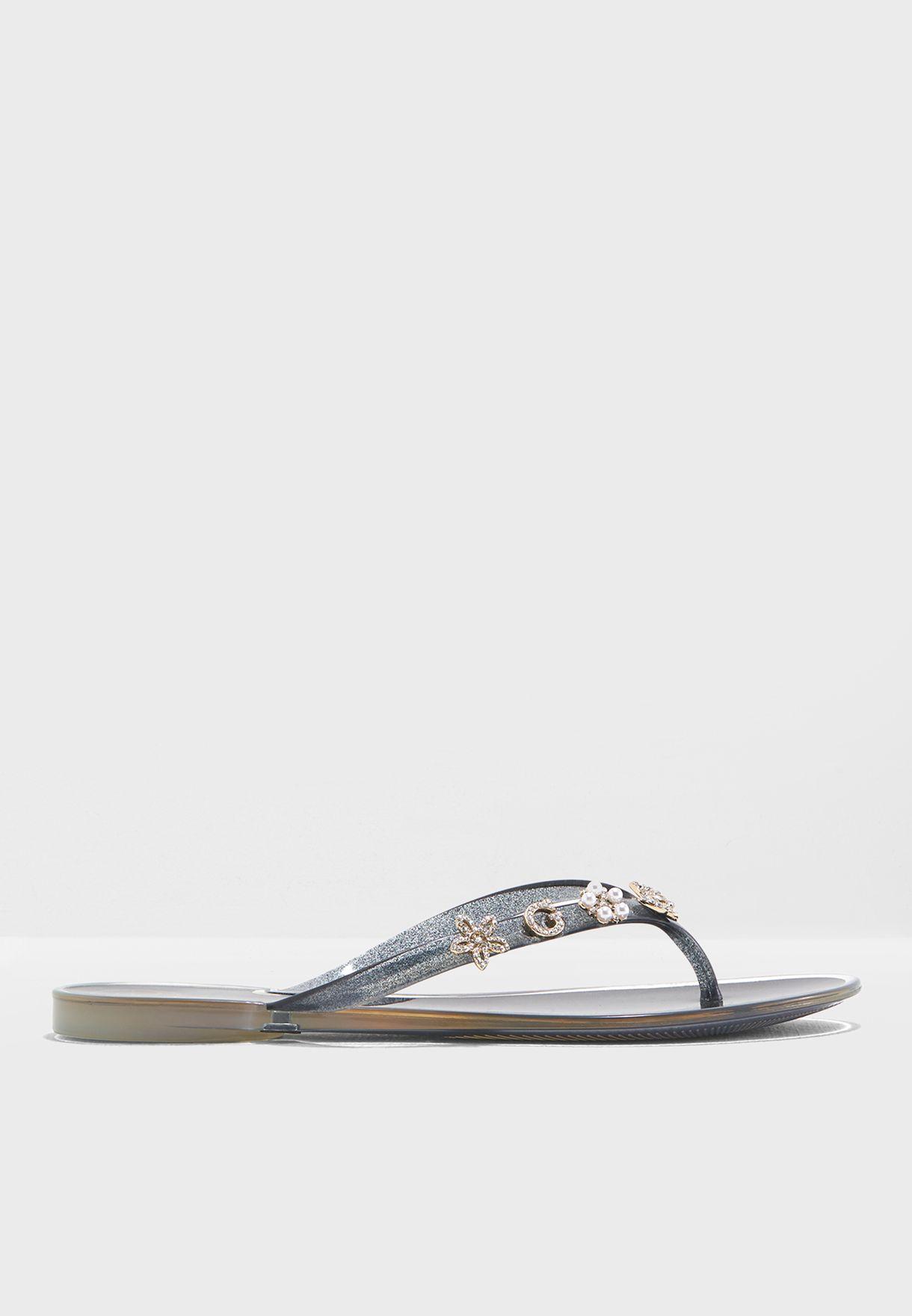 2426a0ef6098c2 Shop Guess black Jaelle Flip Flop gwJAELLE for Women in UAE ...