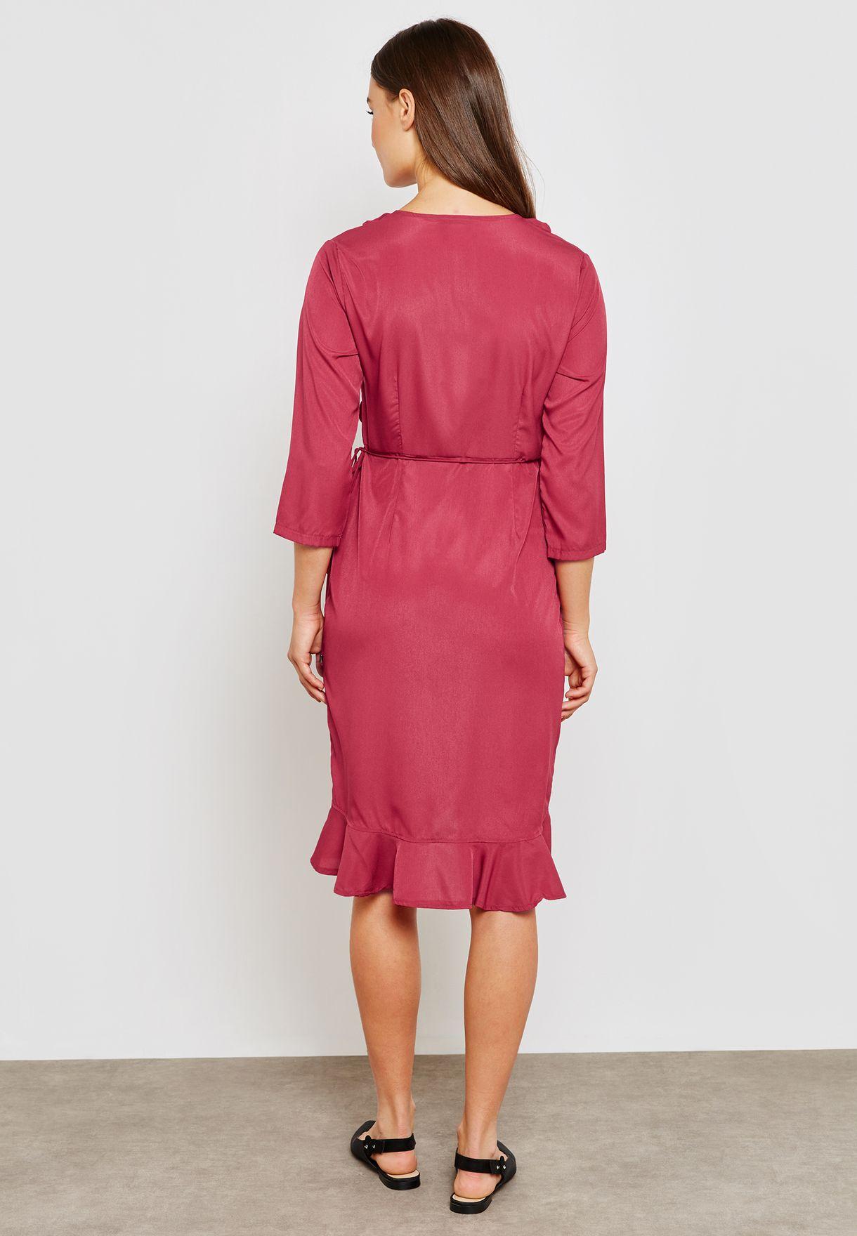 فستان بتصميم لف مزين بكشكش