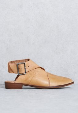 Wrap flat boot