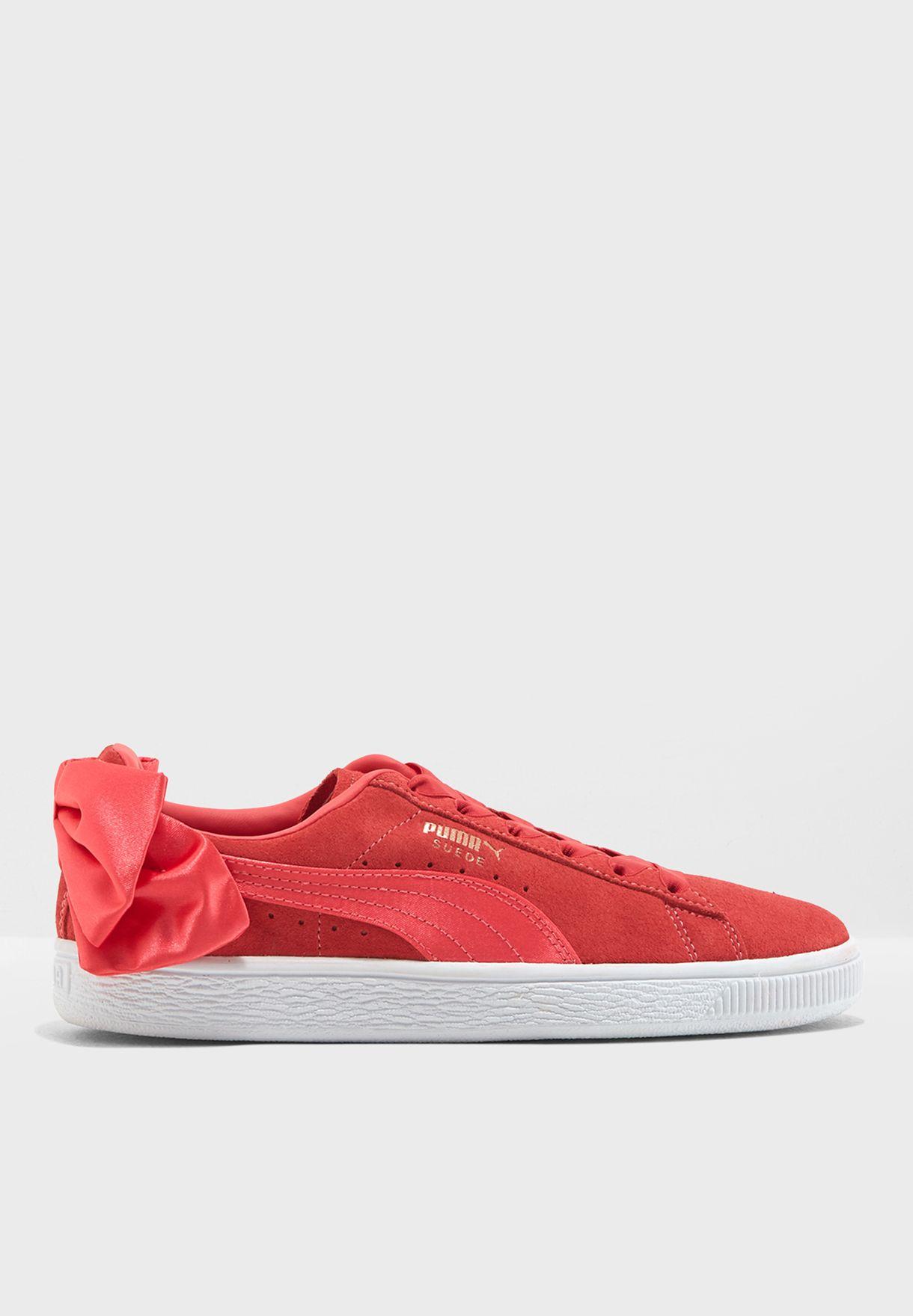 حذاء شامواه كلاسيكي مزين بفيونكة