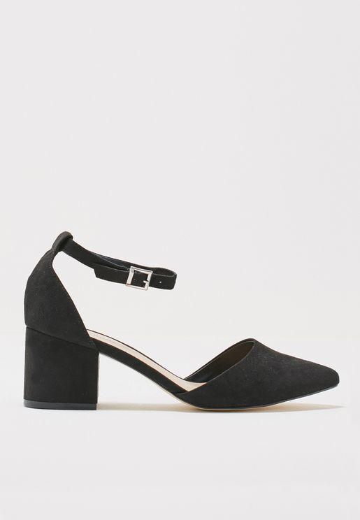 حذاء بكعب سميك ومقدمة مدببة