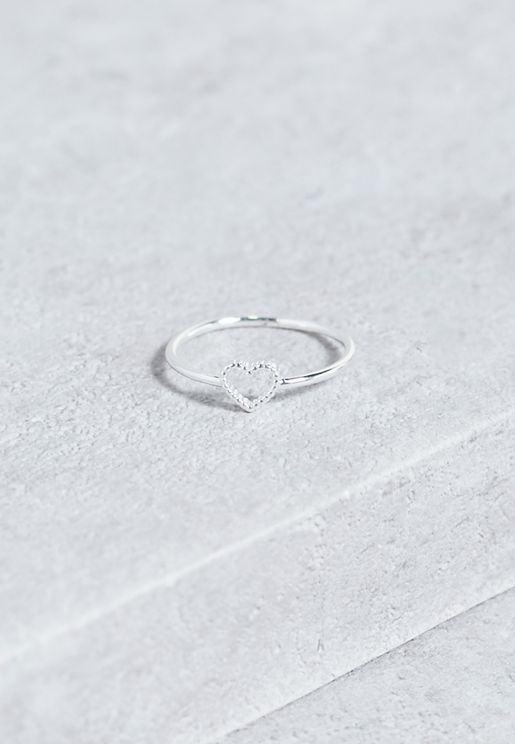 خاتم مزين بشكل قلب