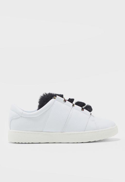 حذاء سنيكرز مزين بالفرو