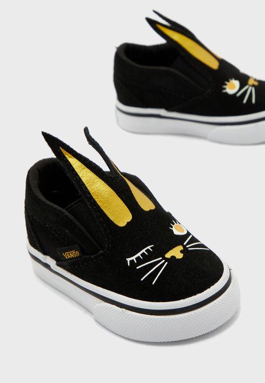 حذاء مزين بشكل ارنب