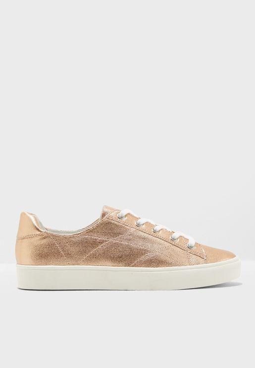 حذاء سنيكرز اكوا