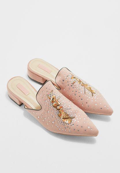 حذاء مطرز