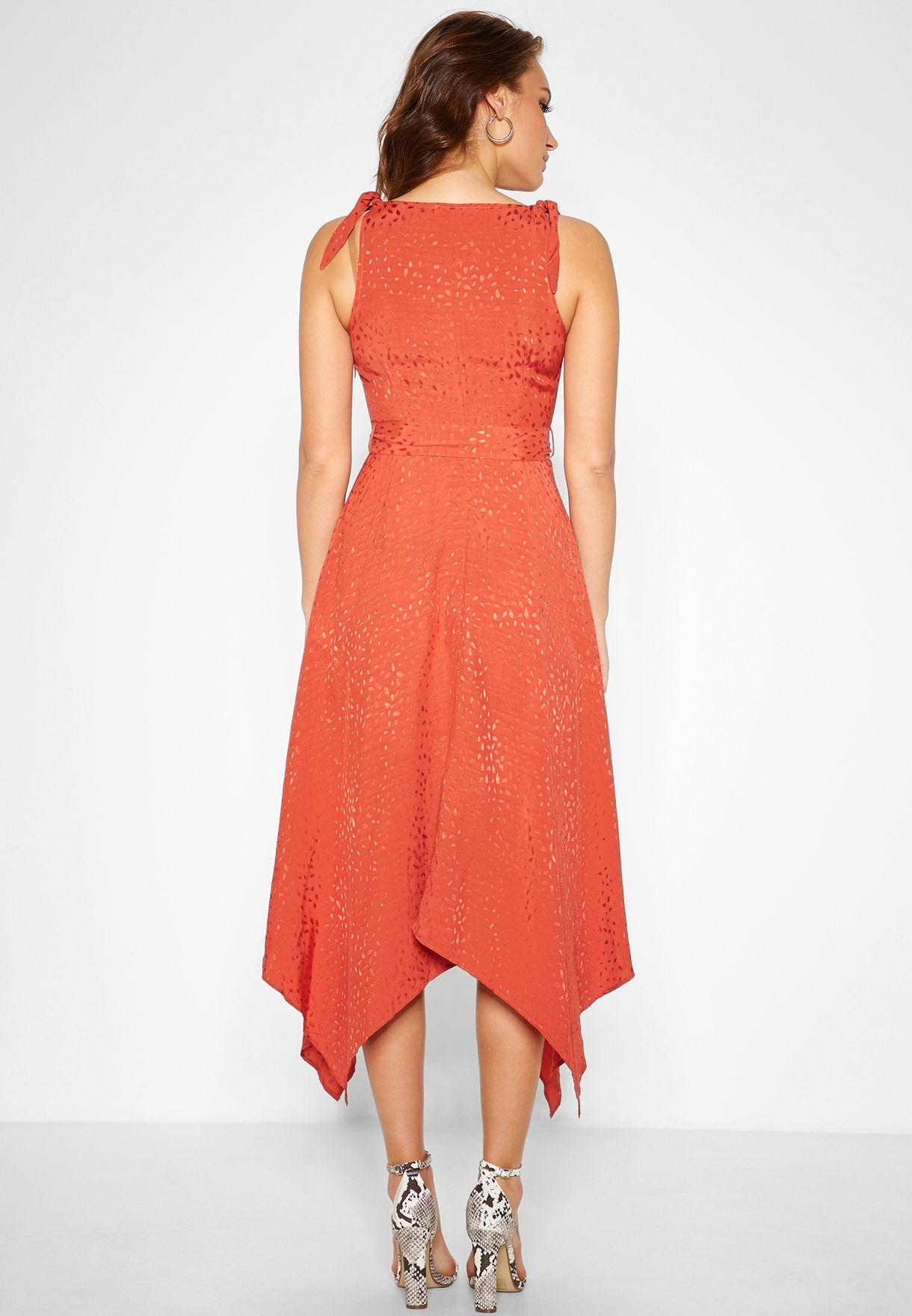 فستان لامع بحافة متباينة الطول