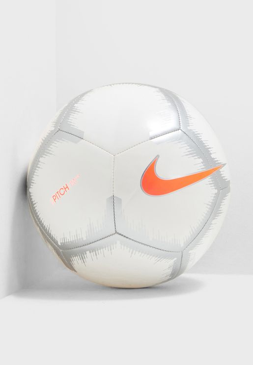 كرة قدم بشعار الماركة