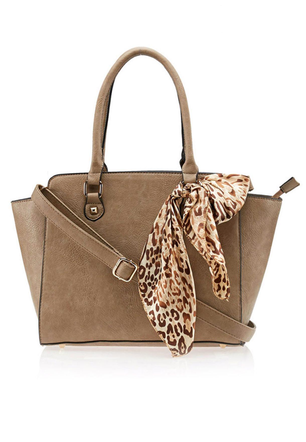 bd1362377 تسوق حقيبة كبيرة مع وشاح ماركة ايلا لون بني في السعودية - EL314AC51EFK