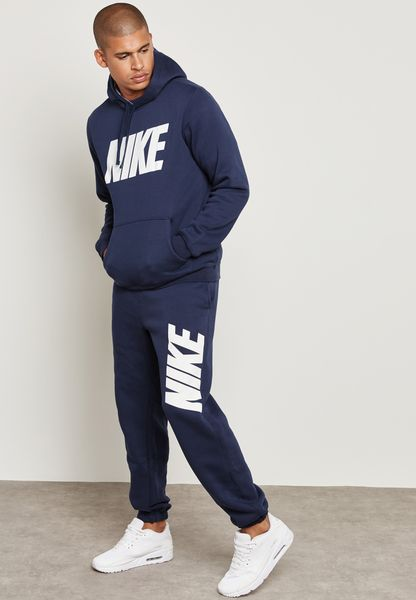 بدلة رياضية بشعار نايك