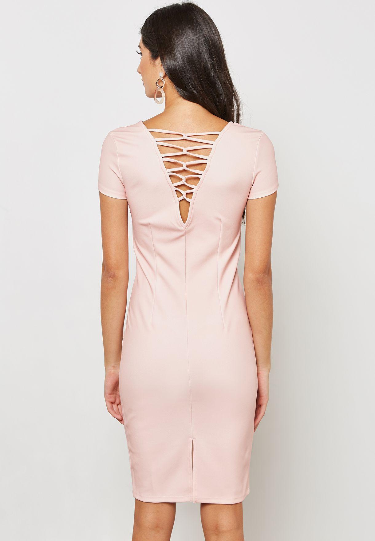 فستان بأجزاء متقاطعة في الخلف