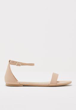 حذاء بنمط جلد السحلية