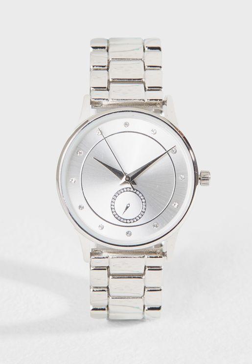 ساعة معدنية
