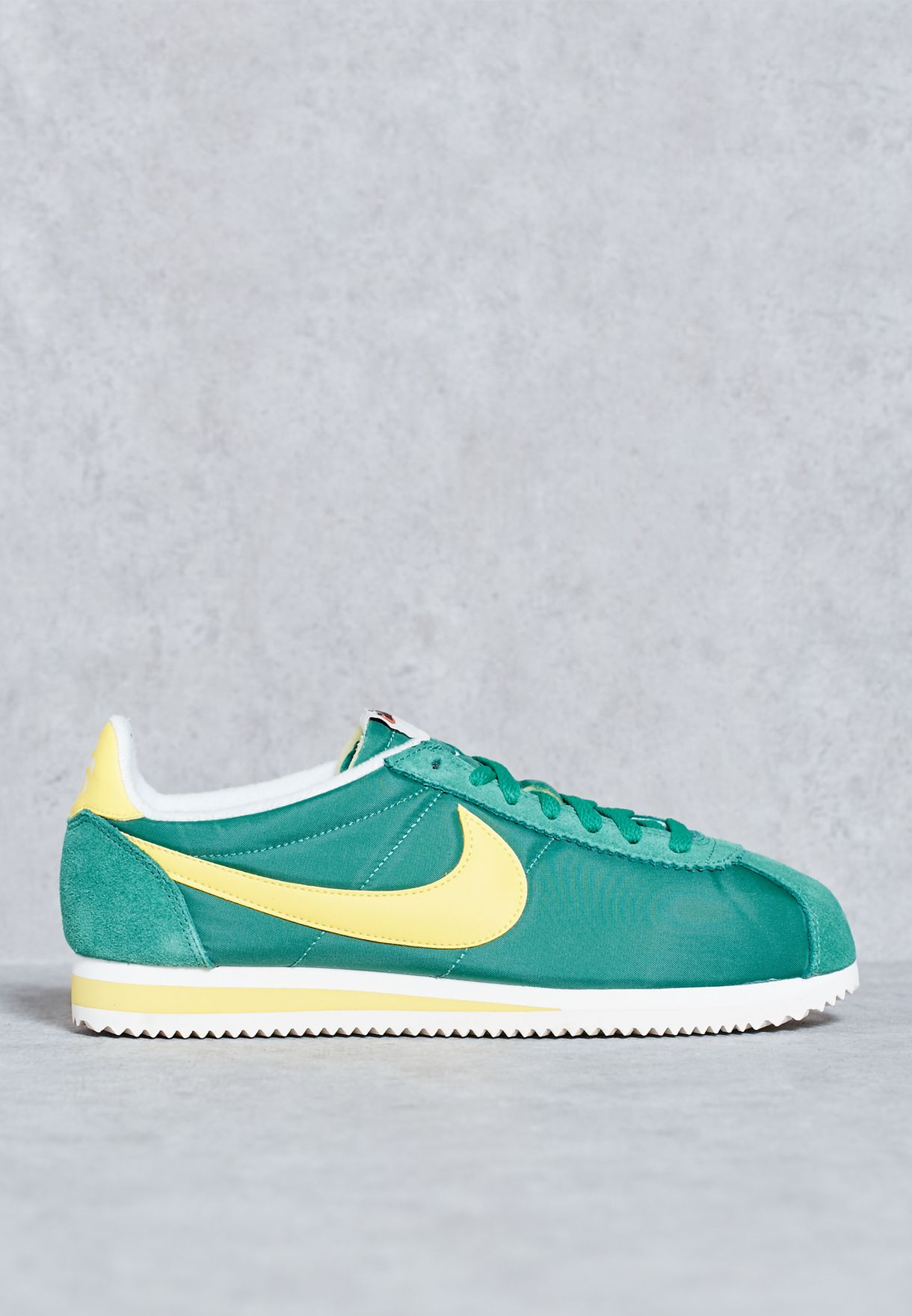 super popular adfbc 06223 Shop Nike green Classic Cortez Nylon AW 844855-370 for Men in Kuwait ...