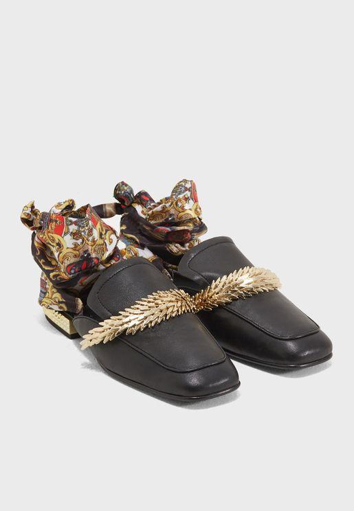 حذاء بأربطة كاحل ساتان