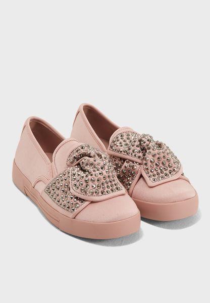 حذاء كاجوال مزين بدبابيس
