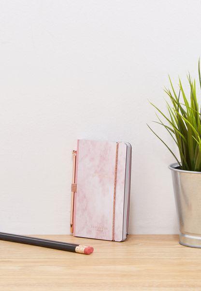 دفتر ملاحظات صغير مع قلم