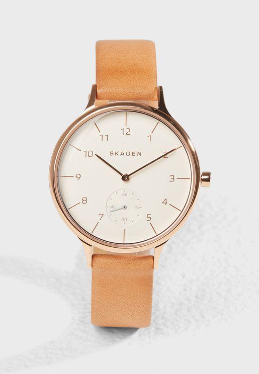 ساعة رسمية بشعار الماركة