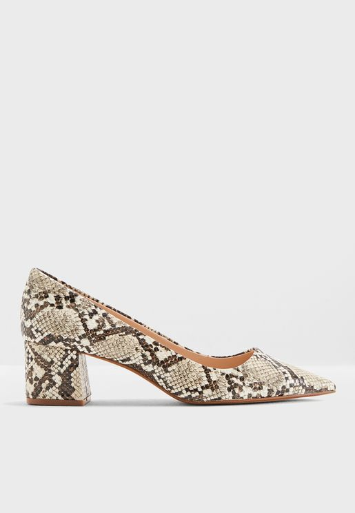 حذاء بكعب متوسط وسميك