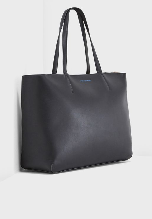 Sculpted Zipper Tote