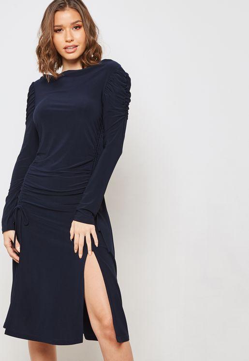 فستان بأجزاء مزمومة