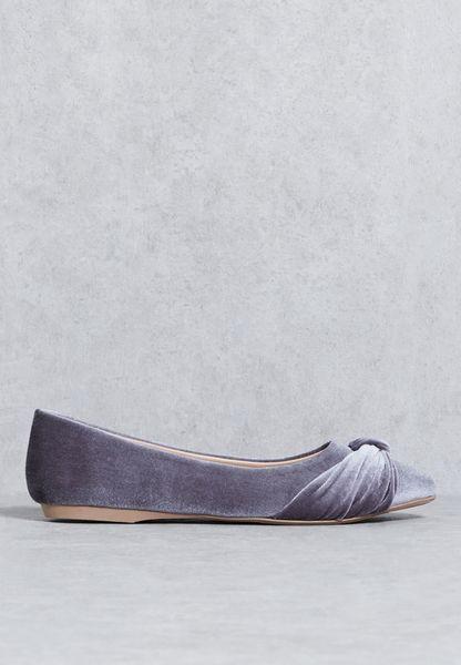 حذاء مخمل
