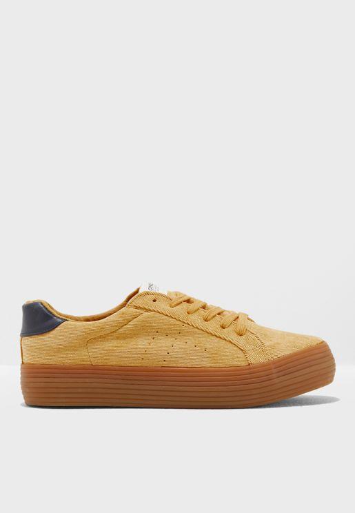 حذاء سنيكرز كوردروي