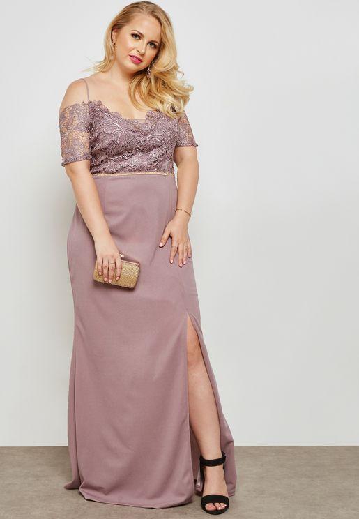 فستان مكسي عاري الاكتاف بأجزاء دانتيل