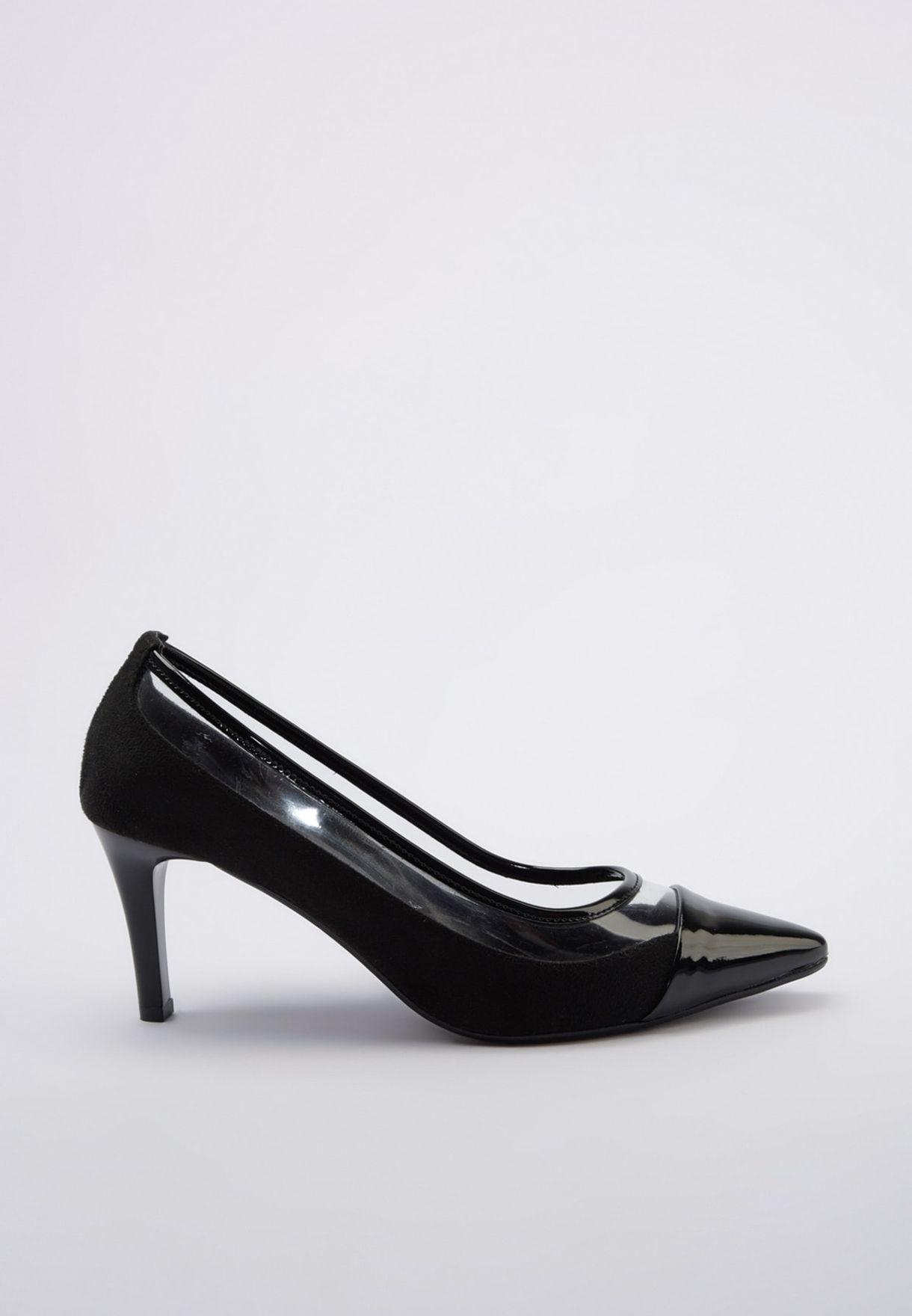 حذاء باجزاء شفافة