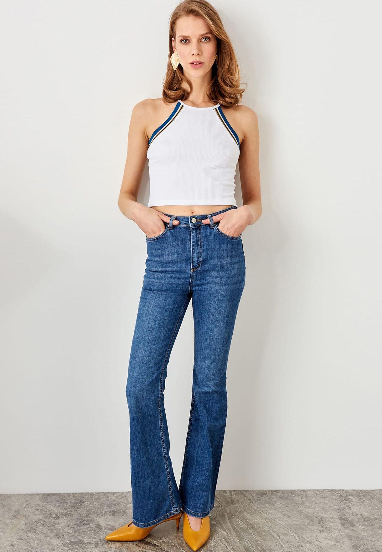 جينز بحافة واسعة