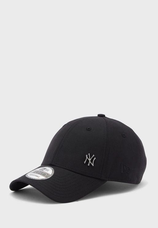 كاب بشعار نادي نيويورك يانكيز