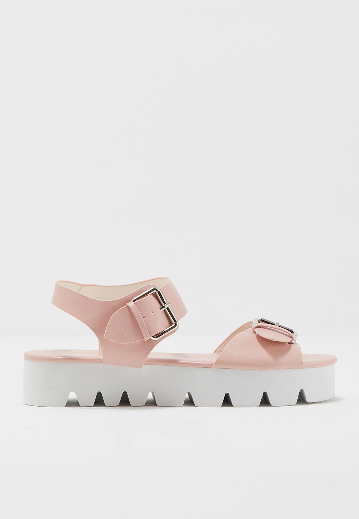 حذاء بتصميم مميز