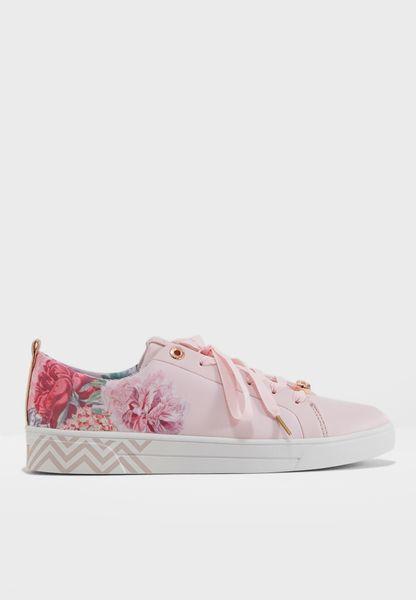 Kelleit Low Top Sneaker