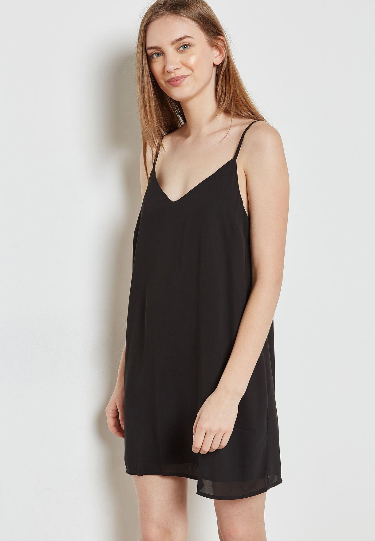 فستان بحمالات كتف رفيعة